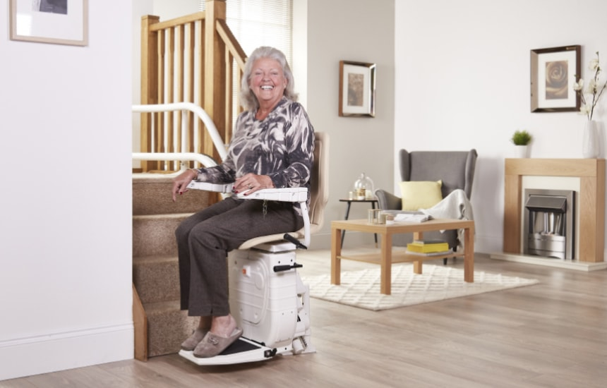 wheelchair with lift seat